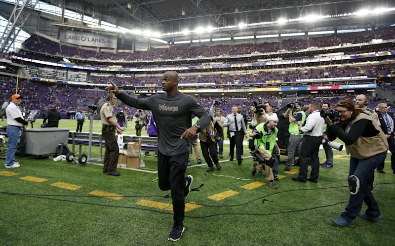 Adrian Peterson is interested in playing for 3 teams next season