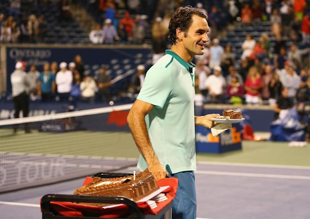 Roger Federer has a late-night birthday snack after his quarter-final win over David Ferrer in Toronto. (AFP Photo/Ronald Martinez)