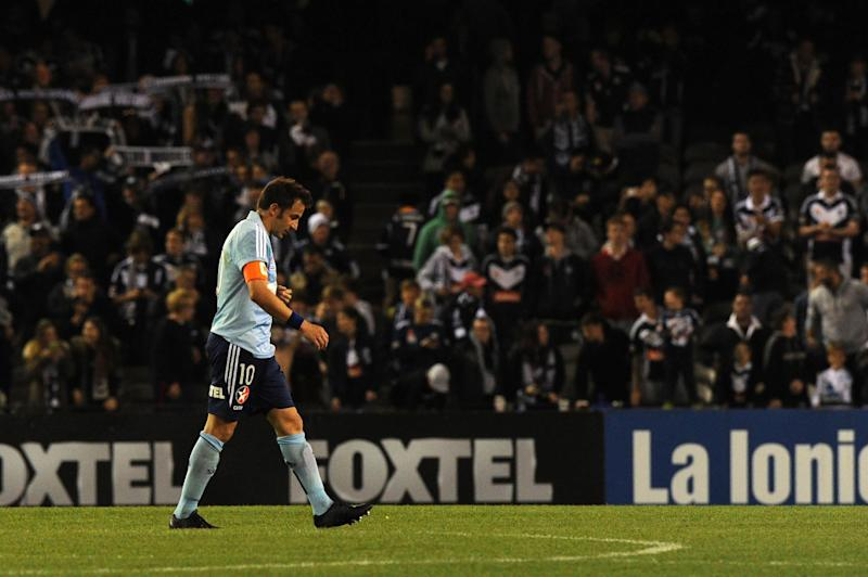 Alessandro Del Piero, shown here playing for Sydney FC in April 2014, says he wants to play on, despite being 39 and without a club