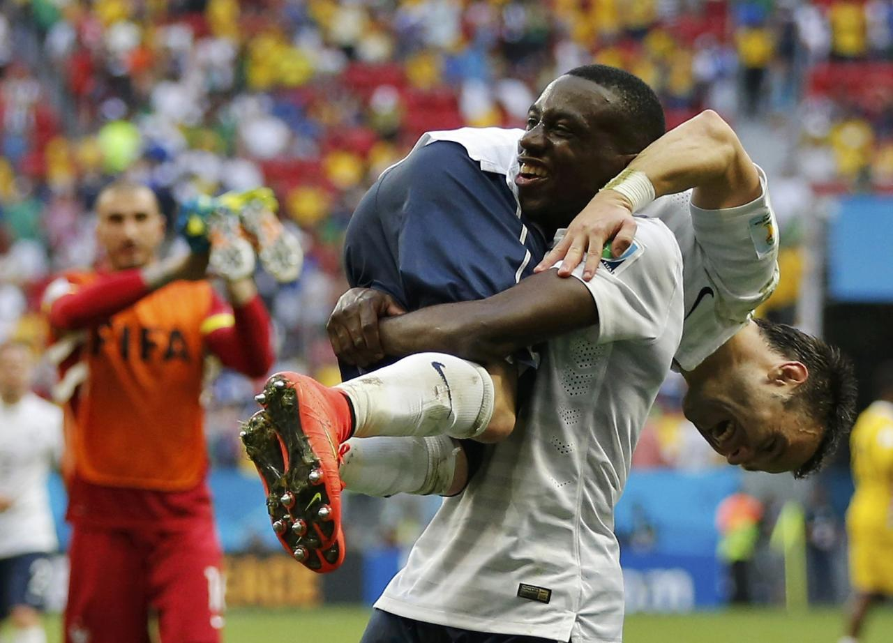France's Blaise Matuidi (14) and Mathieu Valbuena celebrate after winning their 2014 World Cup round of 16 game against Nigeria at the Brasilia national stadium in Brasilia June 30, 2014. REUTERS/Siphiwe Sibeko (BRAZIL - Tags: SOCCER SPORT WORLD CUP) TOPCUP