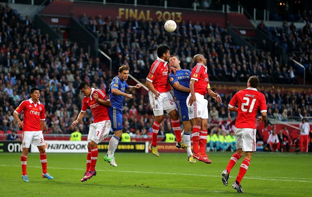 Chelsea and Benfica players contest a corner