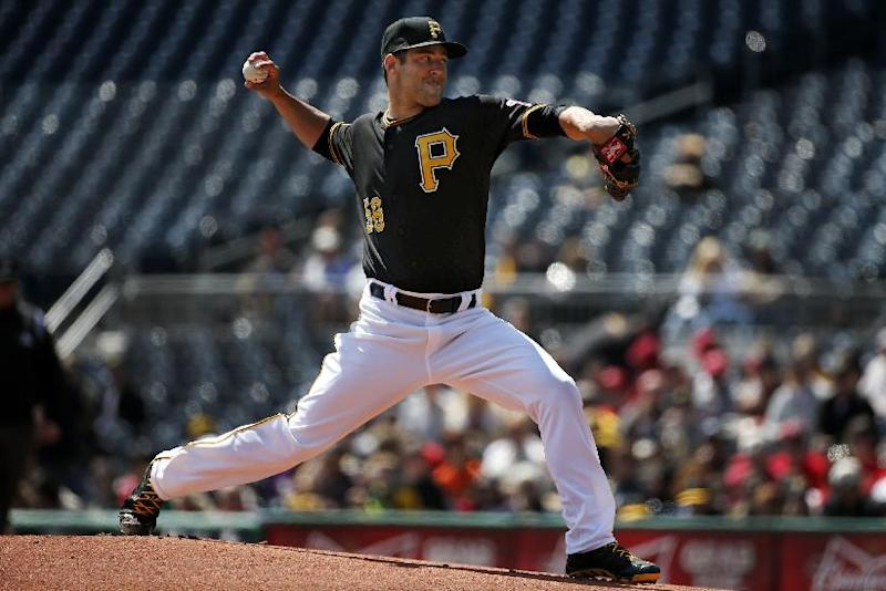 Pirates RHP Cumpton up from minors, starts vs Reds
