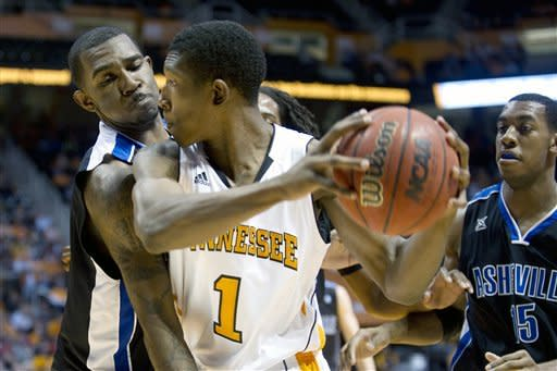Tennessee hangs on to beat UNC Asheville 72-68