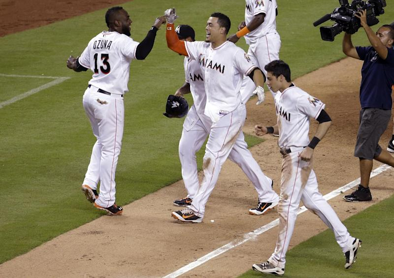 Stanton single in 10th sends Marlins over Rangers