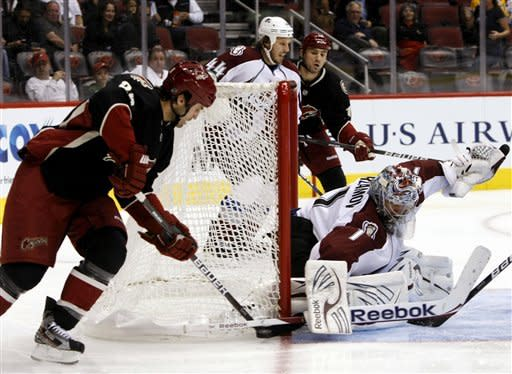 Coyotes hold off Avalanche 3-2