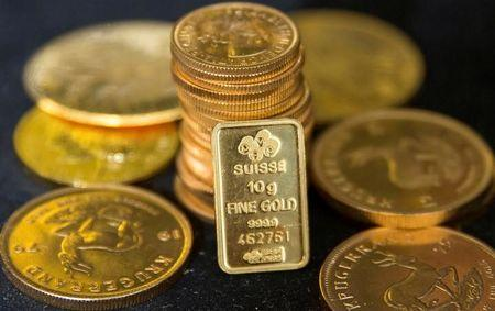 Gold dips on French election