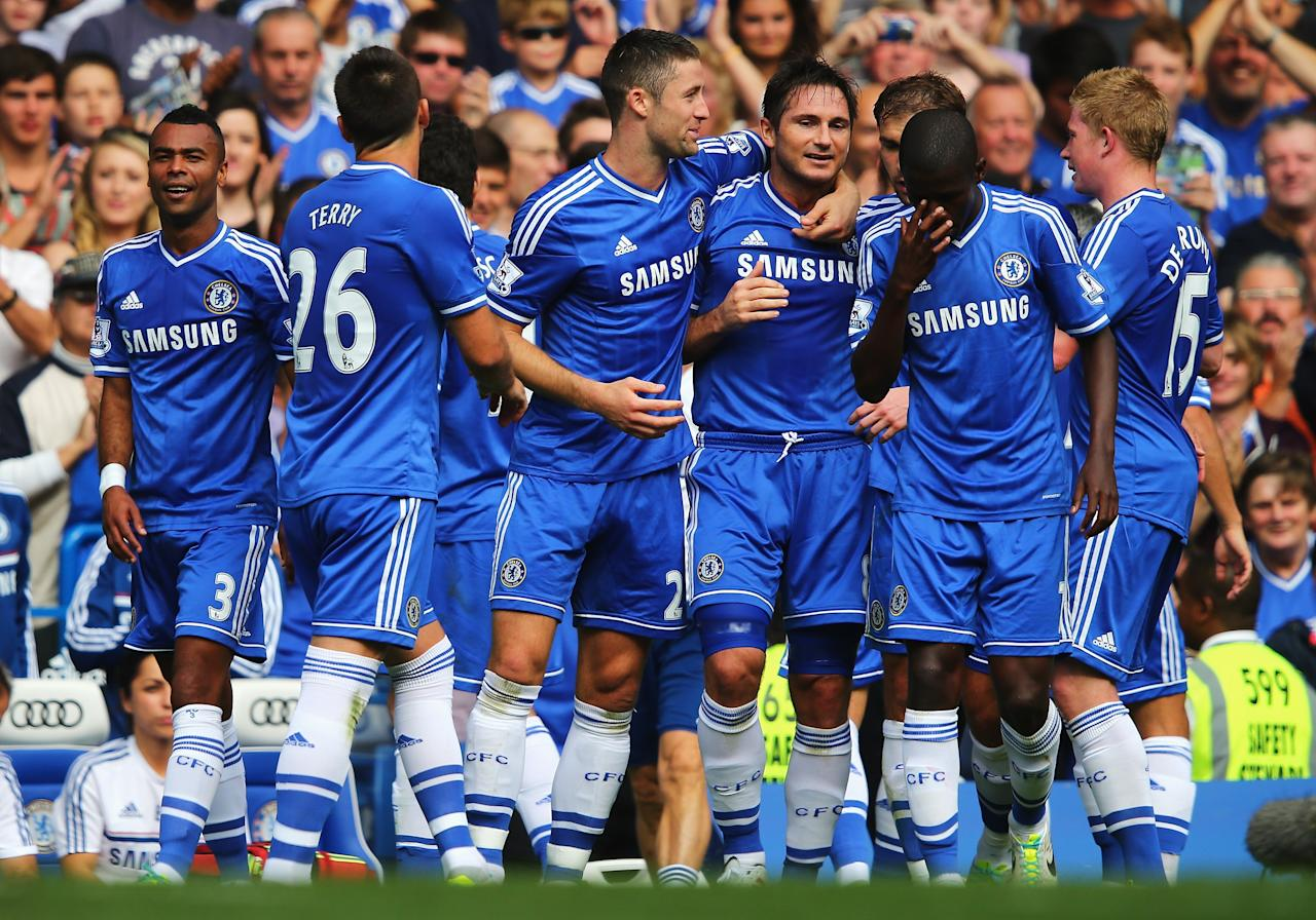 LONDON, ENGLAND - AUGUST 18: Frank Lampard of Chelsea celebrates his goal with team mates during the Barclays Premier League match between Chelsea and Hull City at Stamford Bridge on August 18, 2013 in London, England. (Photo by Clive Mason/Getty Images)