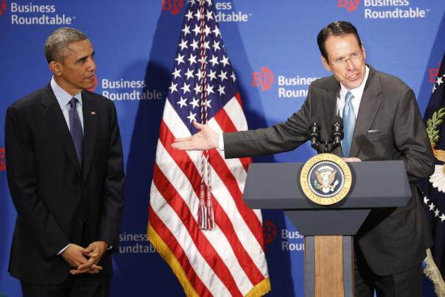 Randall Stephenson introduces Obama at the quarterly meeting of the Business Roundtable. (Photo by Aude Guerrucci-Pool/Getty Images)