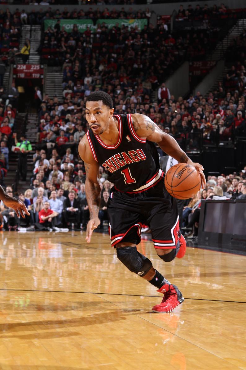 Chicago Bulls star Derrick Rose out for season