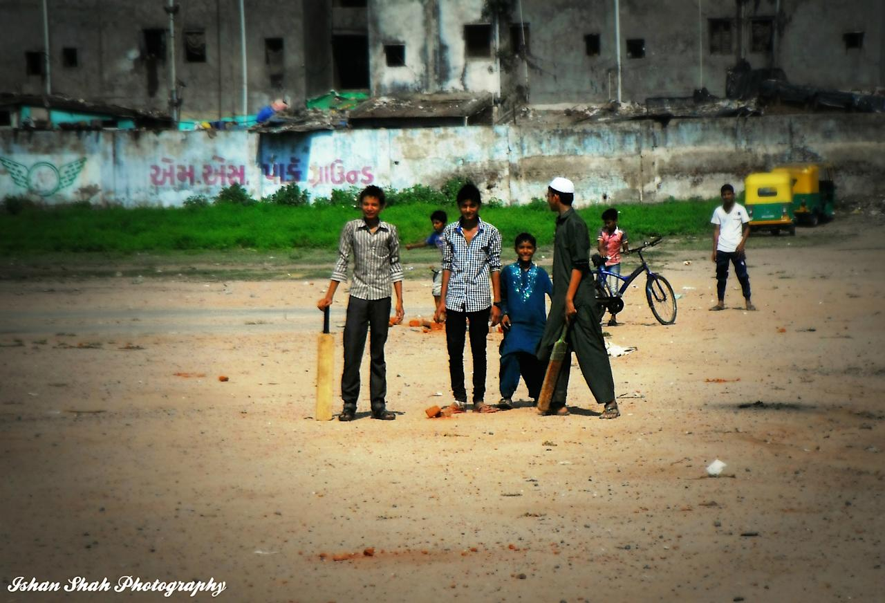 Ahmedabad street cricket, by Ishan Shah - http://www.flickr.com/photos/ishanshah22/