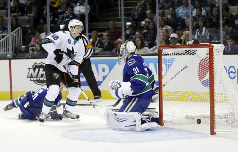 Hertl scores twice in Sharks' 5-0 win over Canucks