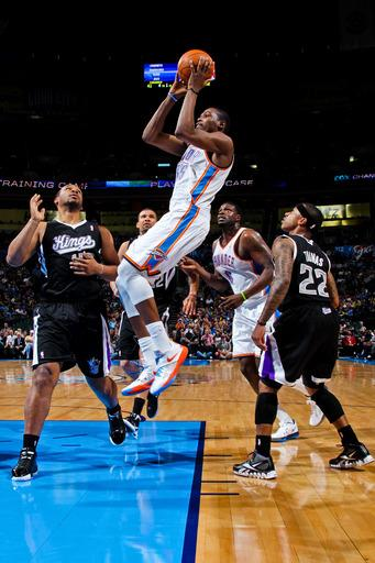 Durant scores 32, reserves get Thunder past Kings
