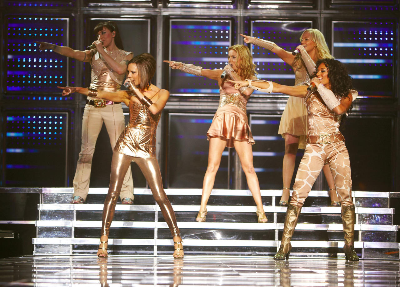 LONDON - JANUARY 23: *** EXCLUSIVE ACCESS *** (L-R) Melanie Chisholm, Victoria Beckham, Geri Halliwell, Emma Bunton and Melanie Brown of the Spice Girls perform on stage during The Return of Spice Girls World Tour at the O2 Arena on January 23, 2008 in London, England. (Photo by MJ Kim/Spice Girls LLP via Getty Images)