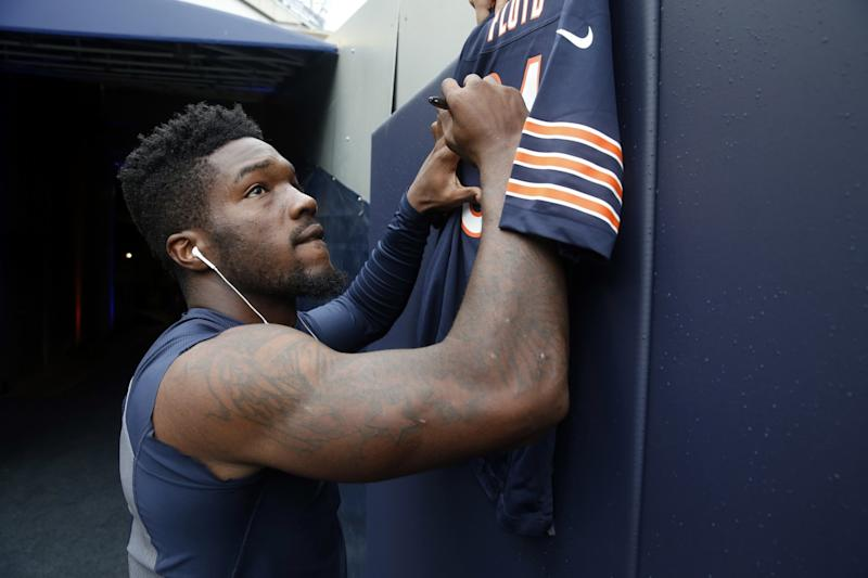 Bears LB Leonard Floyd taken off on stretcher, released from hospital
