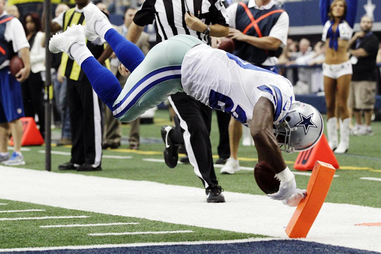 Dallas Cowboys running back DeMarco Murray dives for a touchdown against the Tampa Bay Buccaneers during the first half of an NFL football game, Sunday, Sept. 23, 2012, in Arlington, Texas. (AP Photo/Tony Gutierrez)