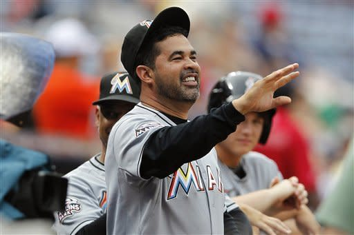 Marlins score 3 in 1st, beat Braves 4-2