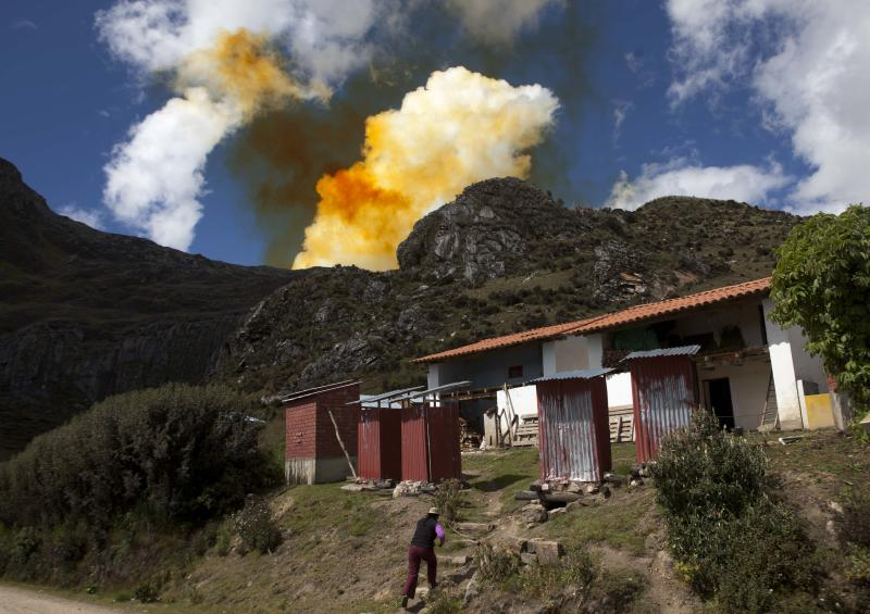 Peru mining boom leaves highlanders behind