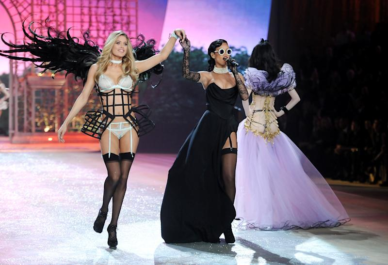 Rihanna a rock star on Victoria's Secret catwalk