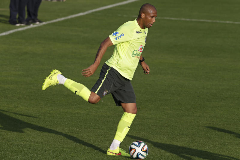 Maicon to start for Brazil against Colombia
