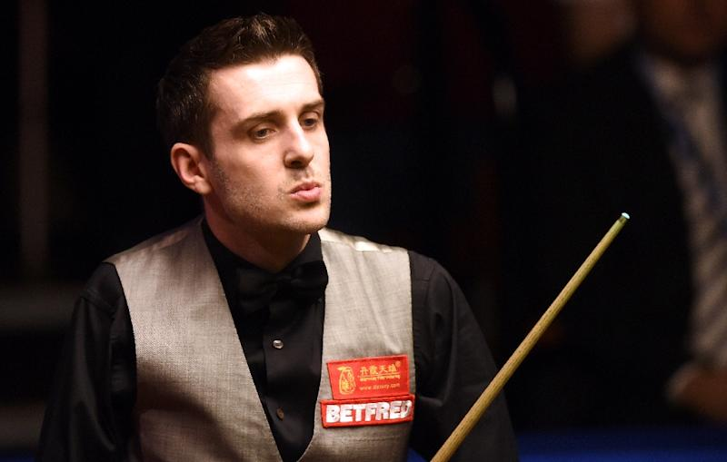 Snooker champion Selby breezes into last eight