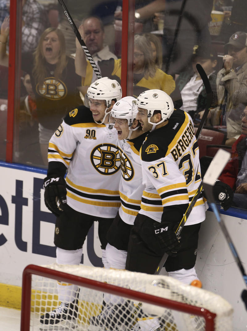 Bruins win 5th straight, top Panthers 5-2