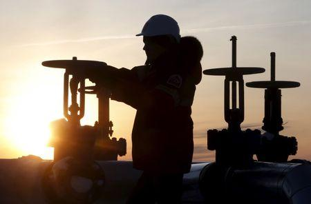 Oil extends rise above US$44 after biggest weekly gain since April