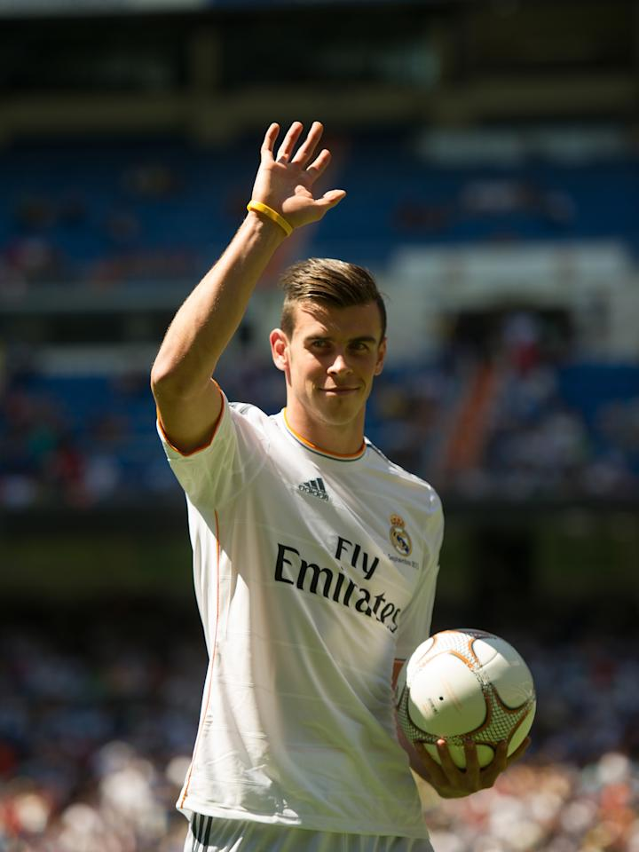 MADRID, SPAIN - SEPTEMBER 02: Gareth Bale waves to fans in his new Real Madrid shirt during his official unveiling at estadio Santiago Bernabeu on September 2, 2013 in Madrid, Spain. (Photo by Denis Doyle/Getty Images)