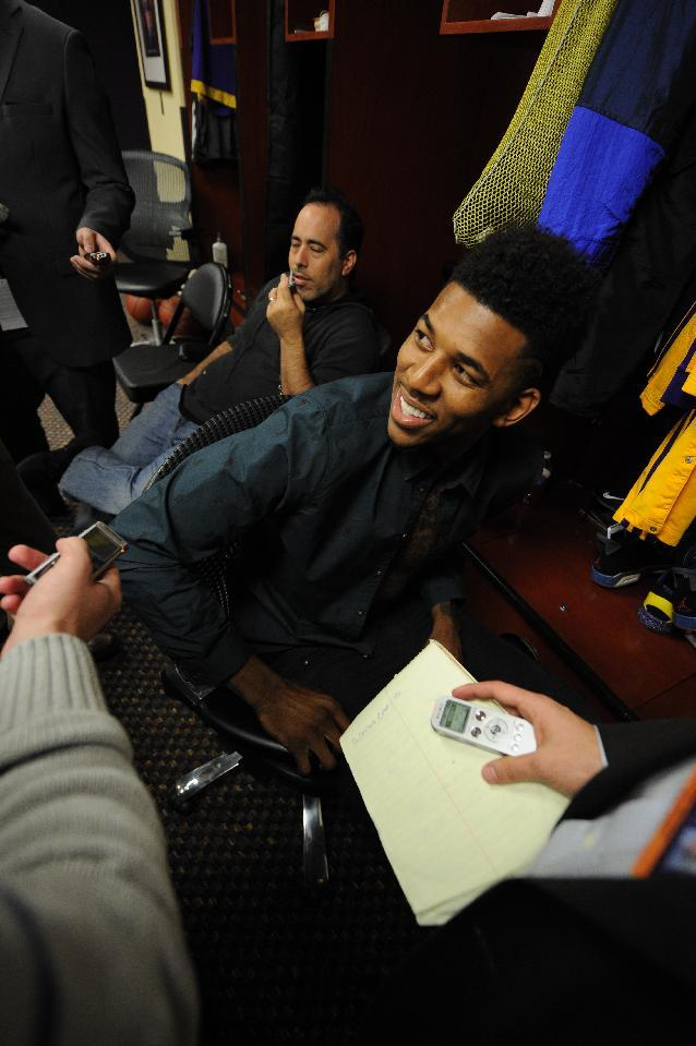 Nick Young signs deal to stay with Lakers