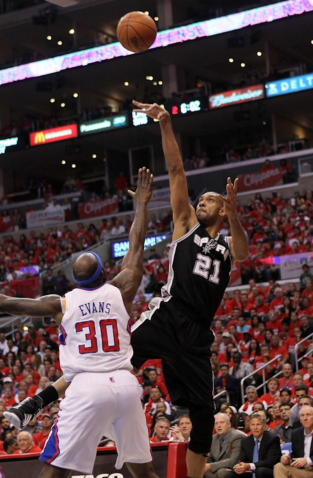 LOS ANGELES, CA - MAY 19:  Tim Duncan #21 of the San Antonio Spurs shoots over Reggie Evans #30 of the Los Angeles Clippers in Game Three of the Western Conference Semifinals in the 2012 NBA Playoffs on May 19, 2011 at Staples Center in Los Angeles, California.  NOTE TO USER: User expressly acknowledges and agrees that, by downloading and or using this photograph, User is consenting to the terms and conditions of the Getty Images License Agreement.  (Photo by Stephen Dunn/Getty Images)