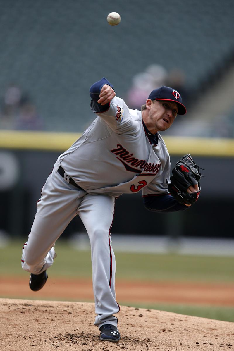 White Sox top Twins 7-6 on balk, 2 wild pitches