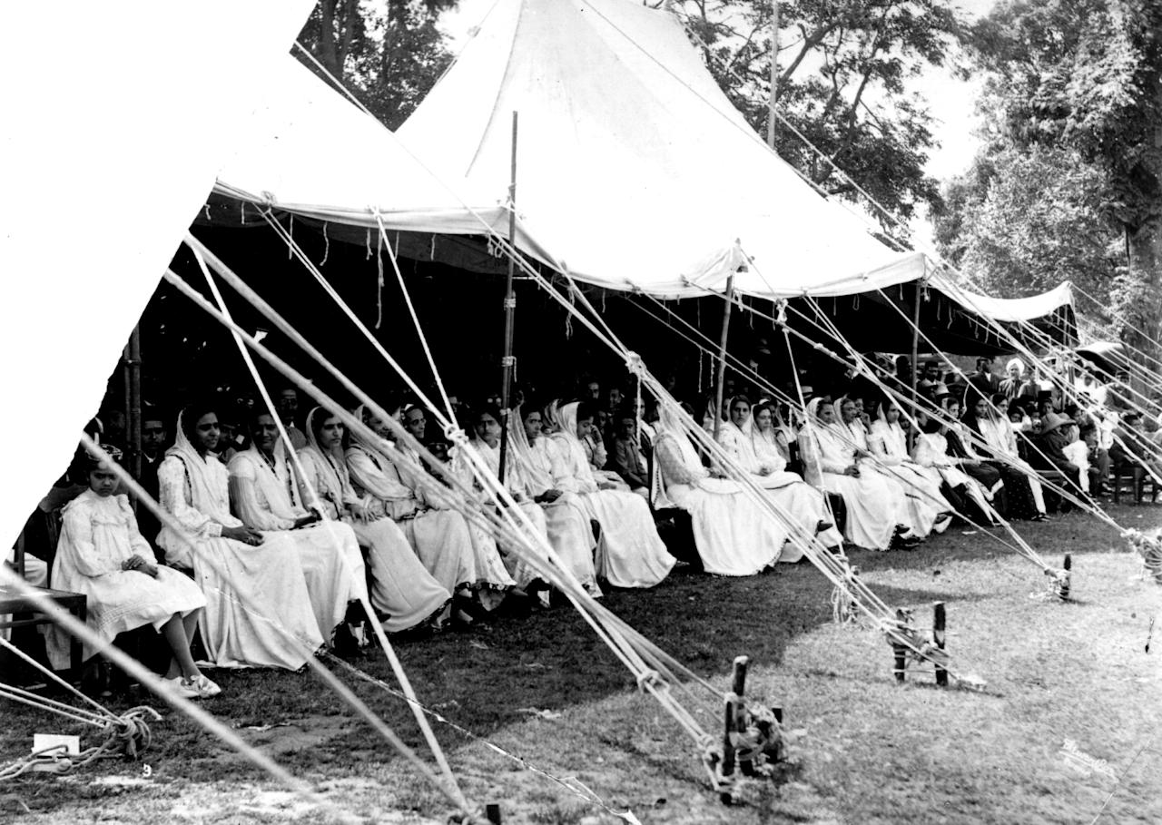 [ICCWWC2013] circa 1910:  Parsee women watch a cricket match in India.  (Photo by Hulton Archive/Getty Images)