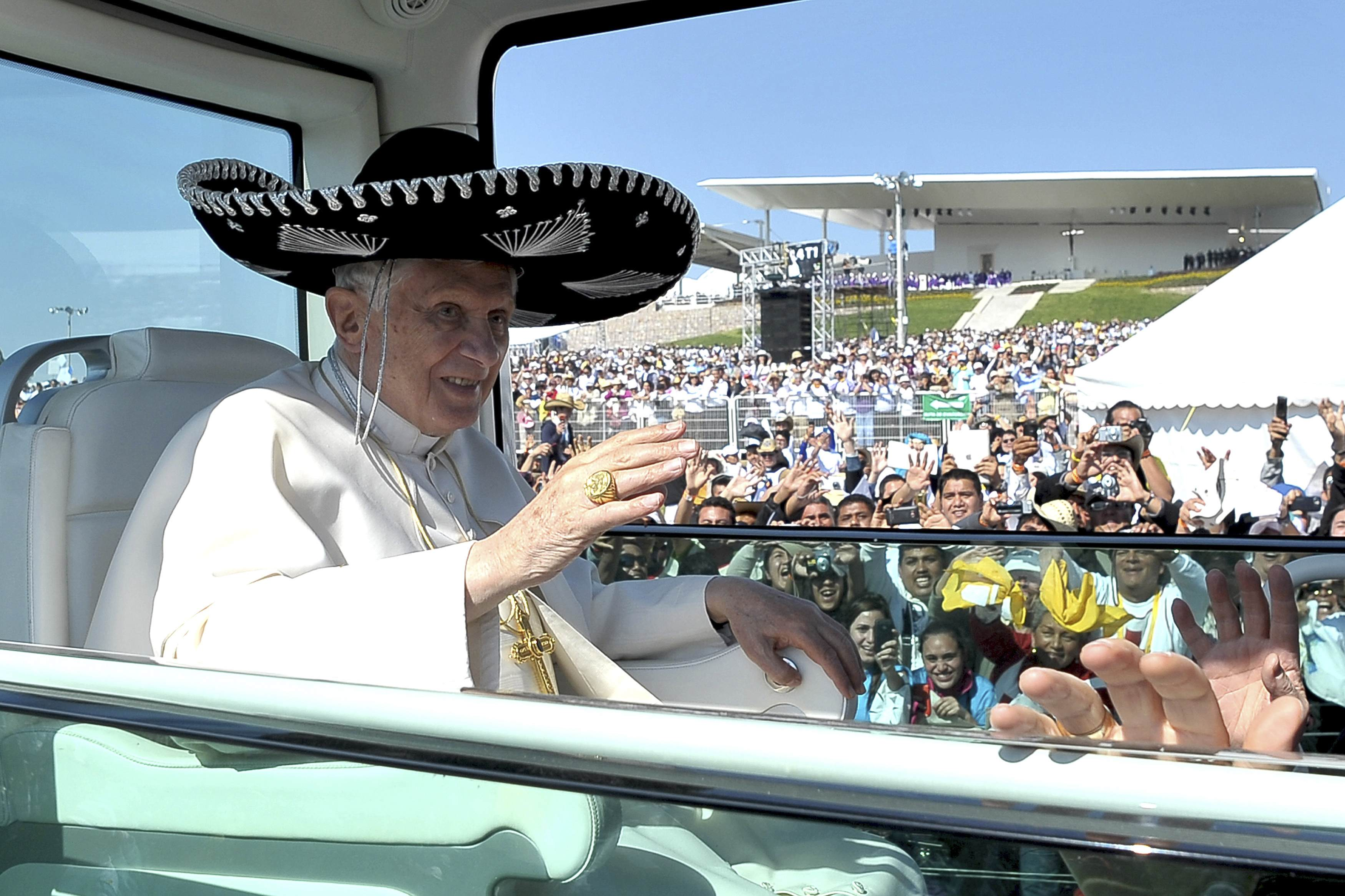 Pope puts on sombrero in Mexico (VIDEO)