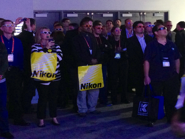A group gathers to watch an UltraHD 3D display at the LG booth. (Eric Pfeiffer/Yahoo News)