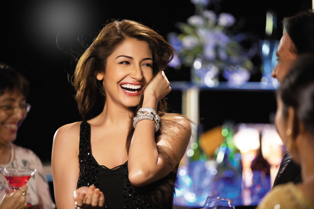 Anushka Sharma, who is working with acclaimed director Vishal Bhardwaj in his upcoming project Matru Ki Bijlee Ka Mandola seems to have already impressed the director with her professionalism. It seems that a shot required Anushka to walk out of a pond and though the pond was dirty, Sharma readily agreed to the task, without any starry tantrums, thus earning the admiration.