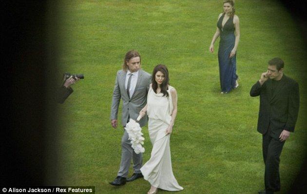 Montan boda falsa de angelina jolie con brad pitt