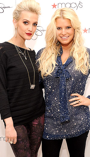 Ashlee and Jessica Simpson strike a pose. (Jamie McCarthy/WireImage)