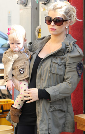 Jessica Simpson in L.A. with Maxwell (Splash News)
