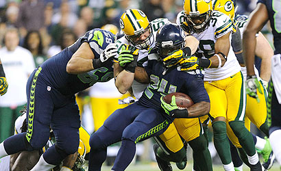 Marshawn Lynch picks up tough yardage vs. Packers. (US Presswire).