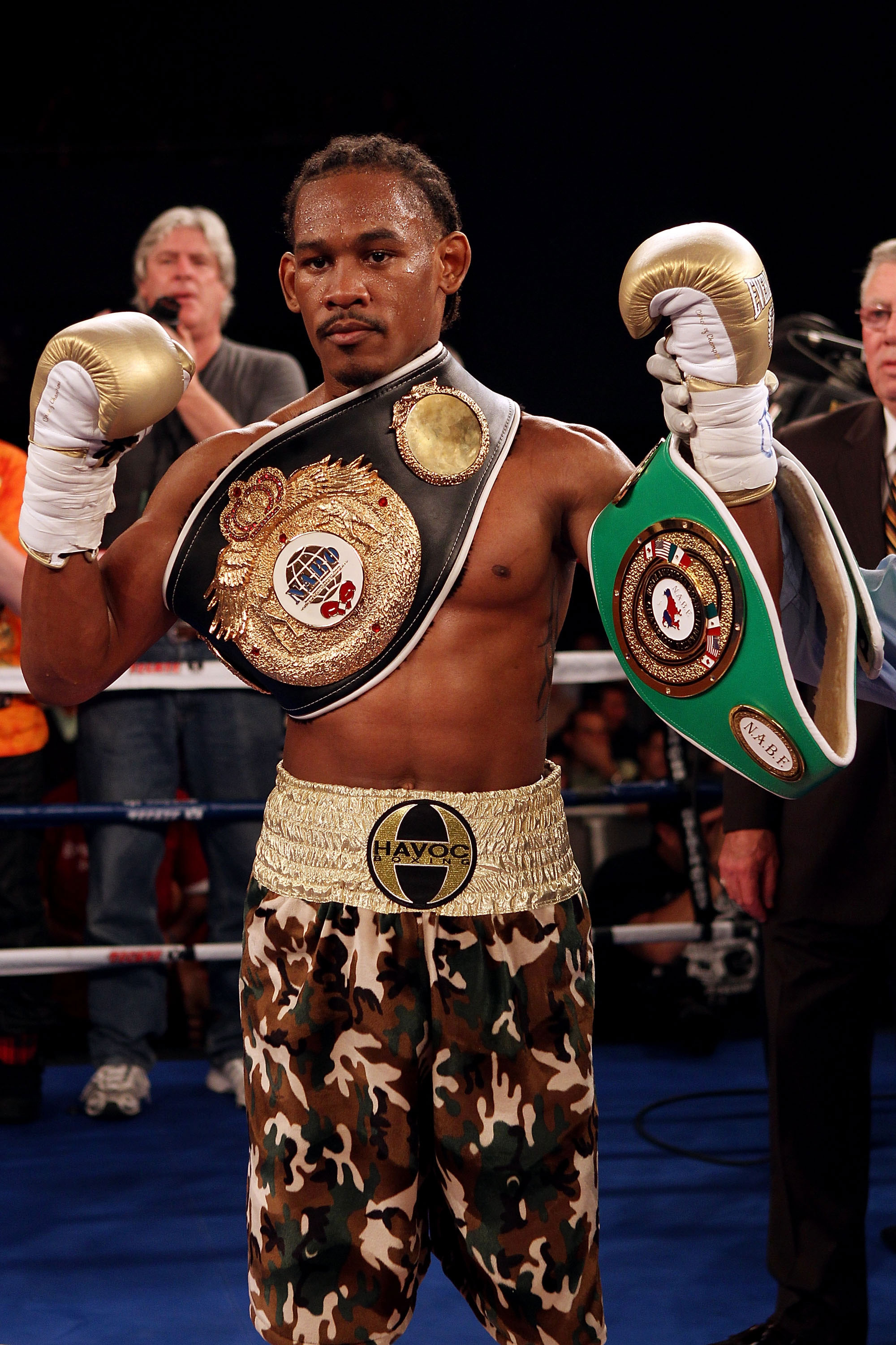 Daniel Jacobs celebrates after beating Juan Astorga by TKO for the NABO supermiddleweight title. (Getty)