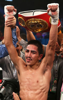 Leo Santa Cruz will defend his IBF bantamweight title against Alberto Guevara. (Getty Images)