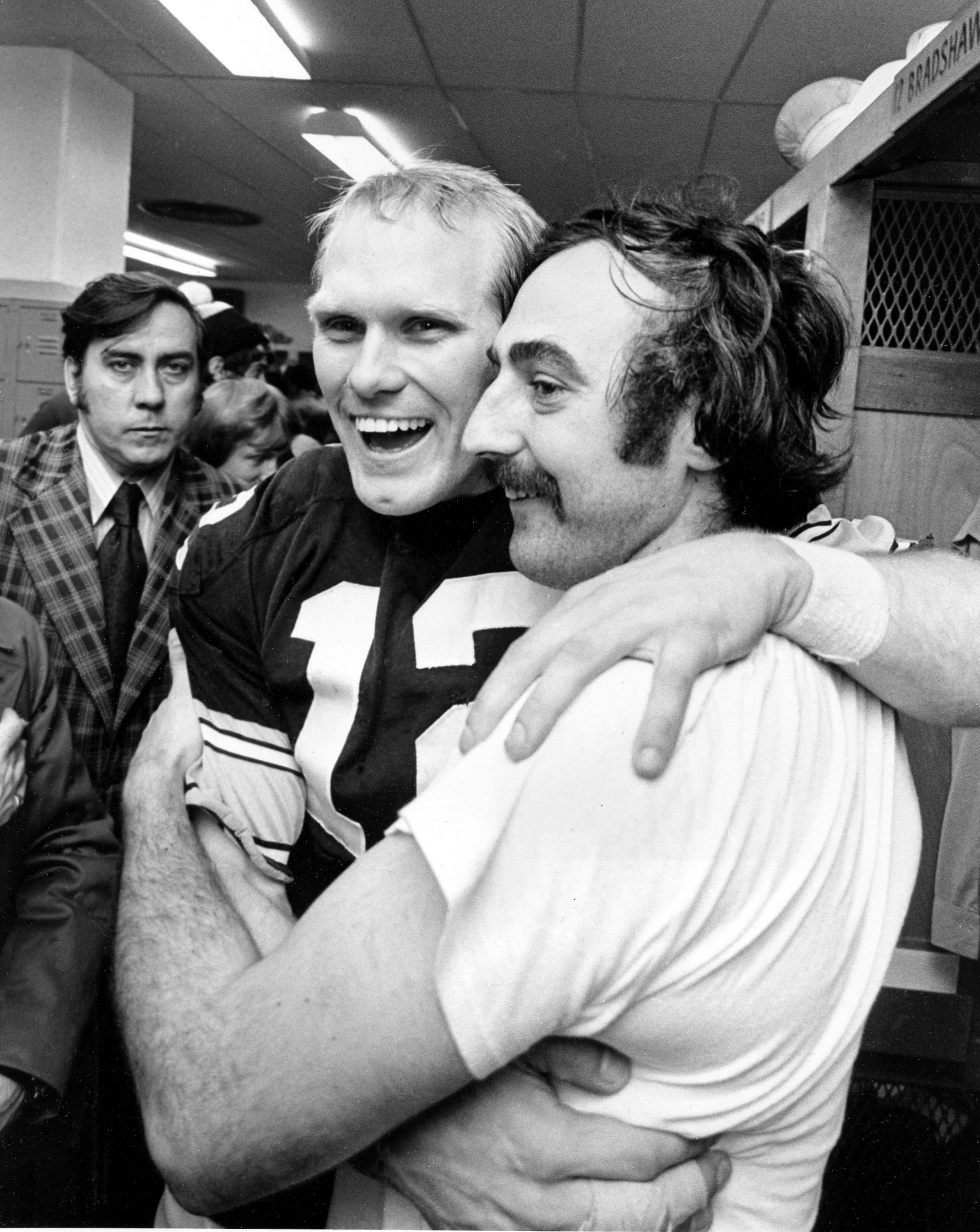 Terry Bradshaw gets a hug from reserve quarterback Terry Hanratty. (AP)