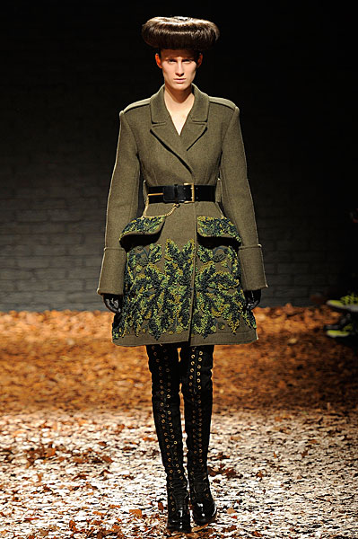 http://l.yimg.com/os/401/2012/03/07/McQ-AW12-in-London-jpg_142719.jpg