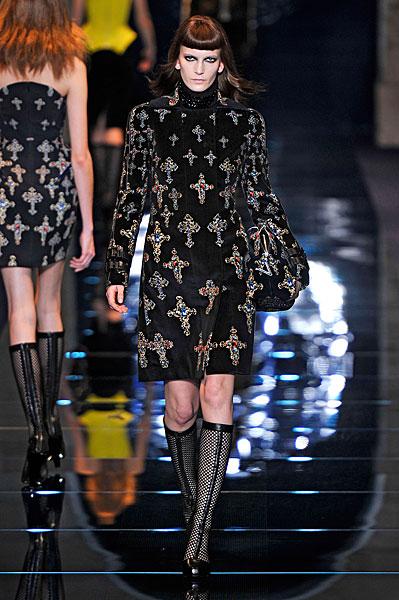 http://l.yimg.com/os/401/2012/03/07/Versace-AW12-in-Milan-jpg_142721.jpg