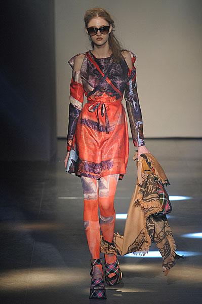 http://l.yimg.com/os/401/2012/03/07/Vivienne-Westwood-AW12-in-Paris-jpg_142725.jpg