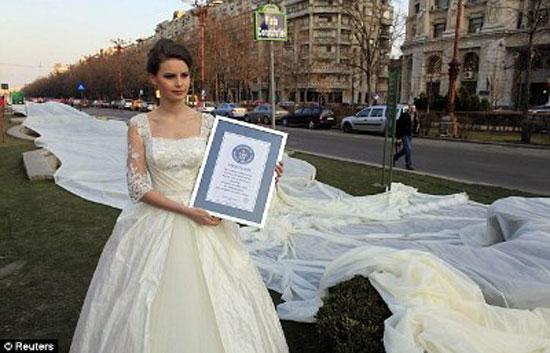طرحة زفاف بطول 2 كيلو متر 2-jpg_074209.jpg