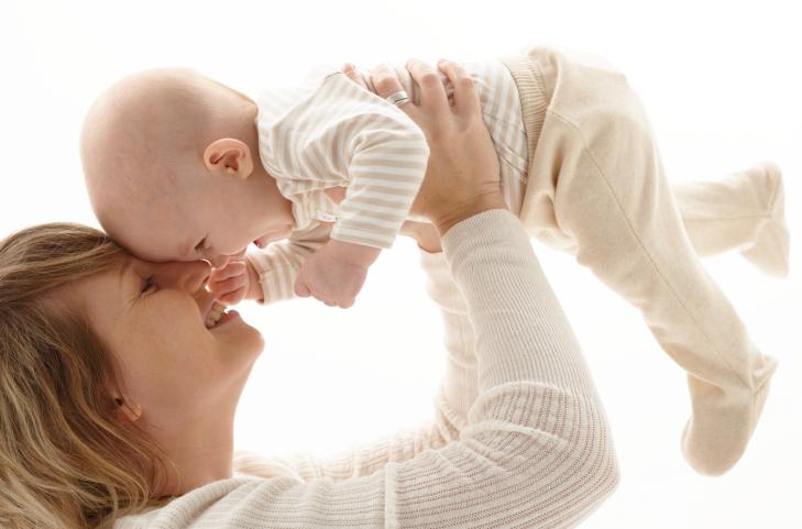 طفلة بريطانية عمرها 6 شهور تتكلم وتفهم عدة لغات 74951778-jpg_060605