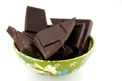 الشوكولاتة تقلل الإصابة بالأزمات القلبية