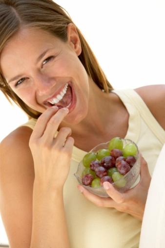 تناول العنب يساعد على خفض مستوى نسبه السكر فى الدم