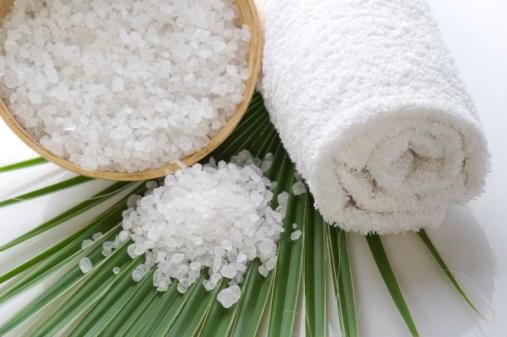 الملح والسكر لنعومه البشره