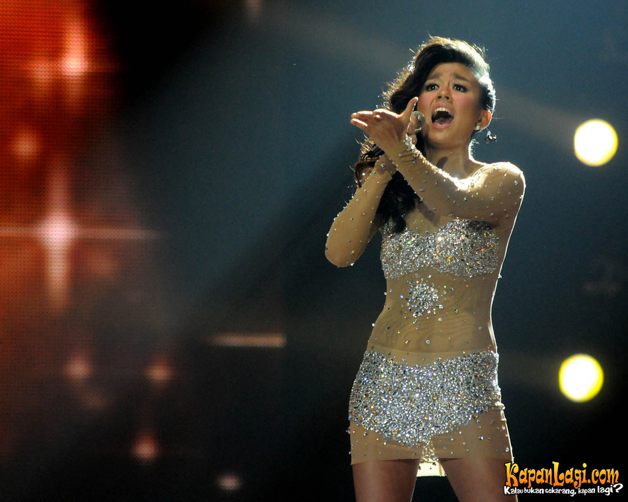 Foto-Foto Agnes Monica (Result Show Indonesian Idol 2012)